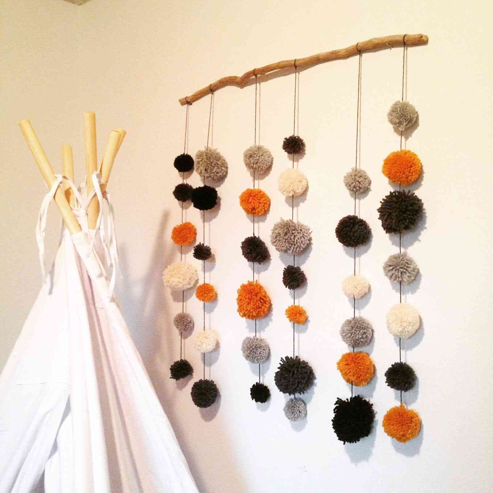 DIY pompom display