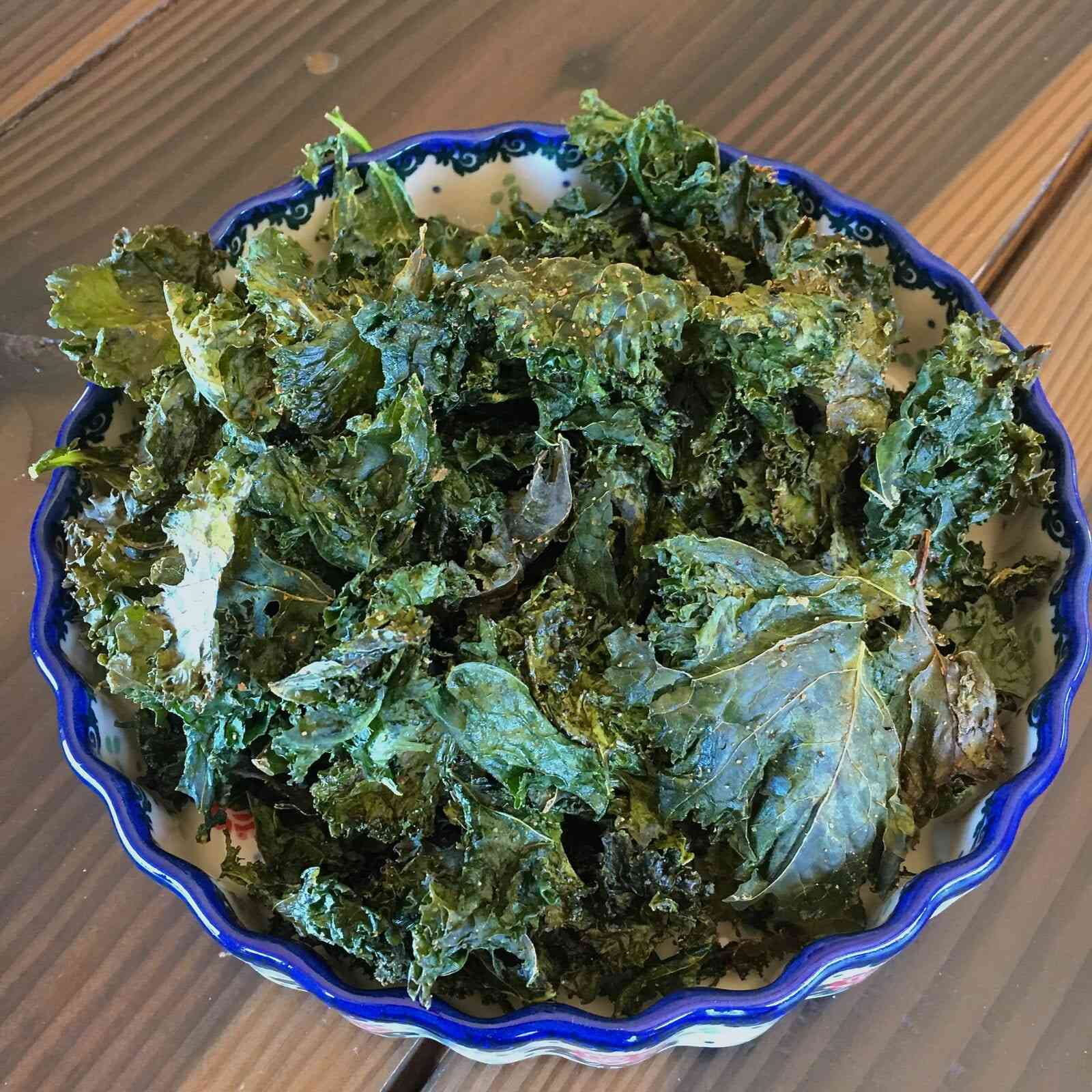 garlicky kale chips