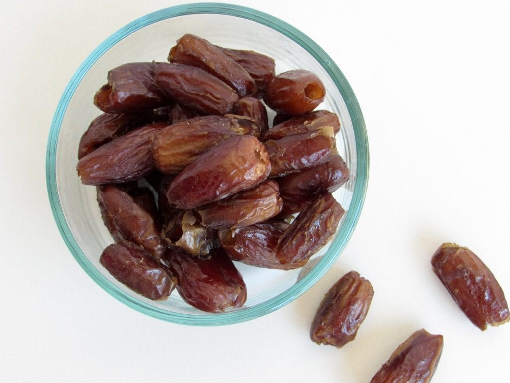DATES | the ultimate guide to natural sweeteners | 5 favorite unrefined natural sweeteners