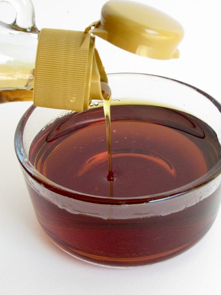 MAPLE SYRUP | the ultimate guide to natural sweeteners | 5 favorite unrefined natural sweeteners