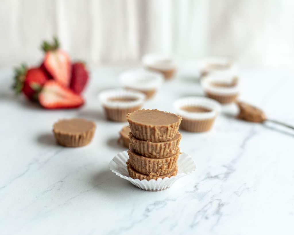 mini almond butter fudge cups