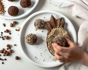 how to make chocolate hazelnut almond pulp energy balls