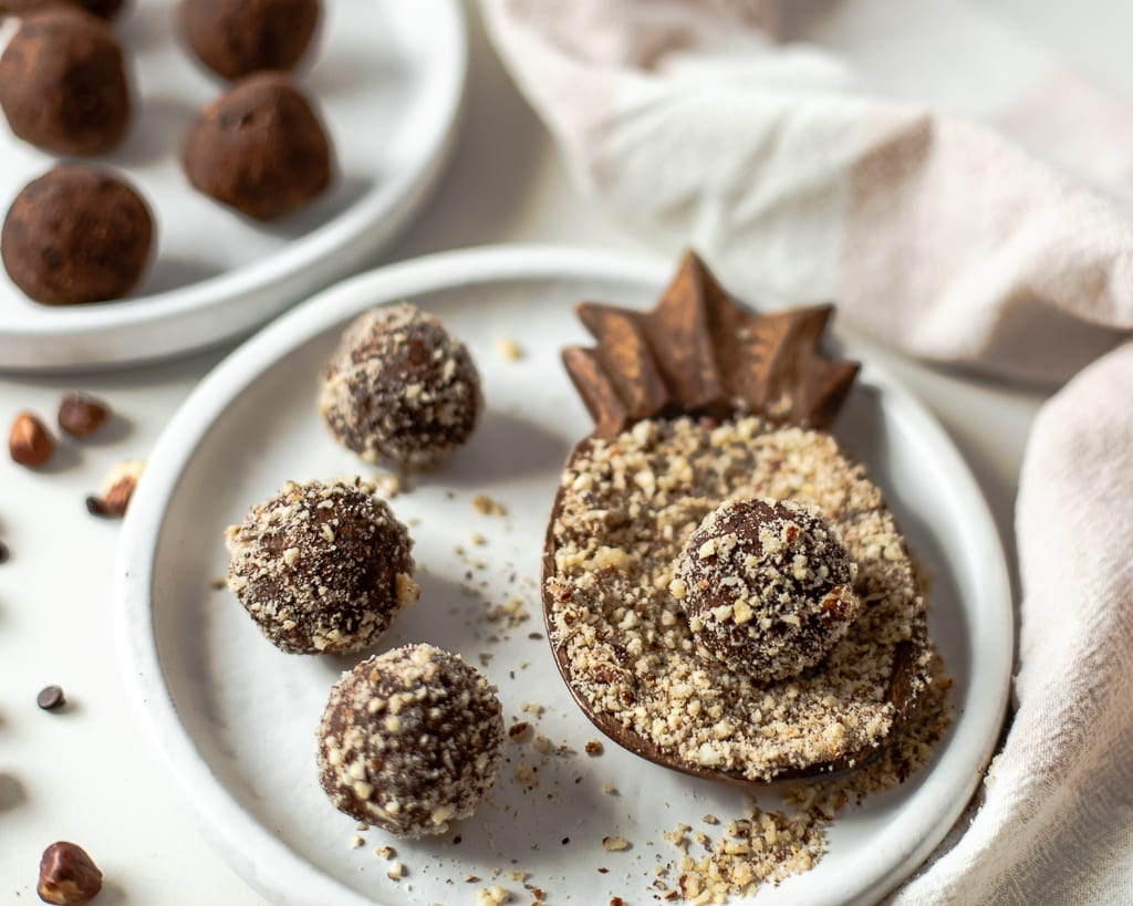chocolate hazelnut almond pulp energy balls