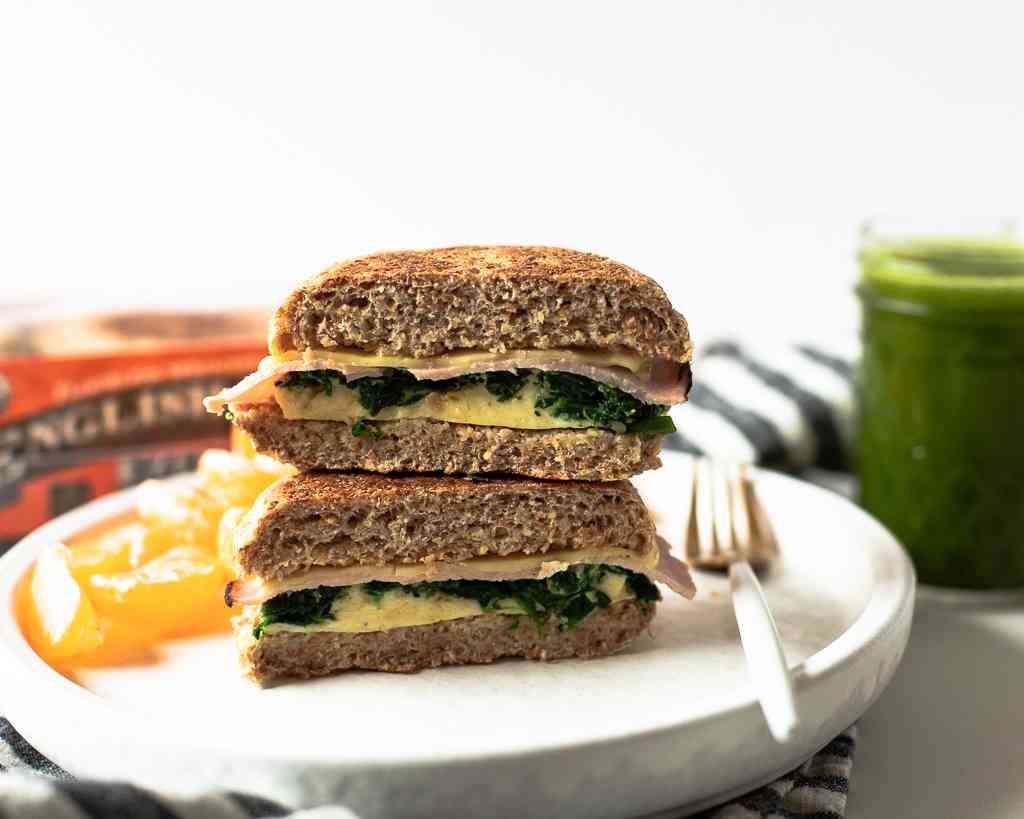 egg, spinach and ham breakfast sandwiches