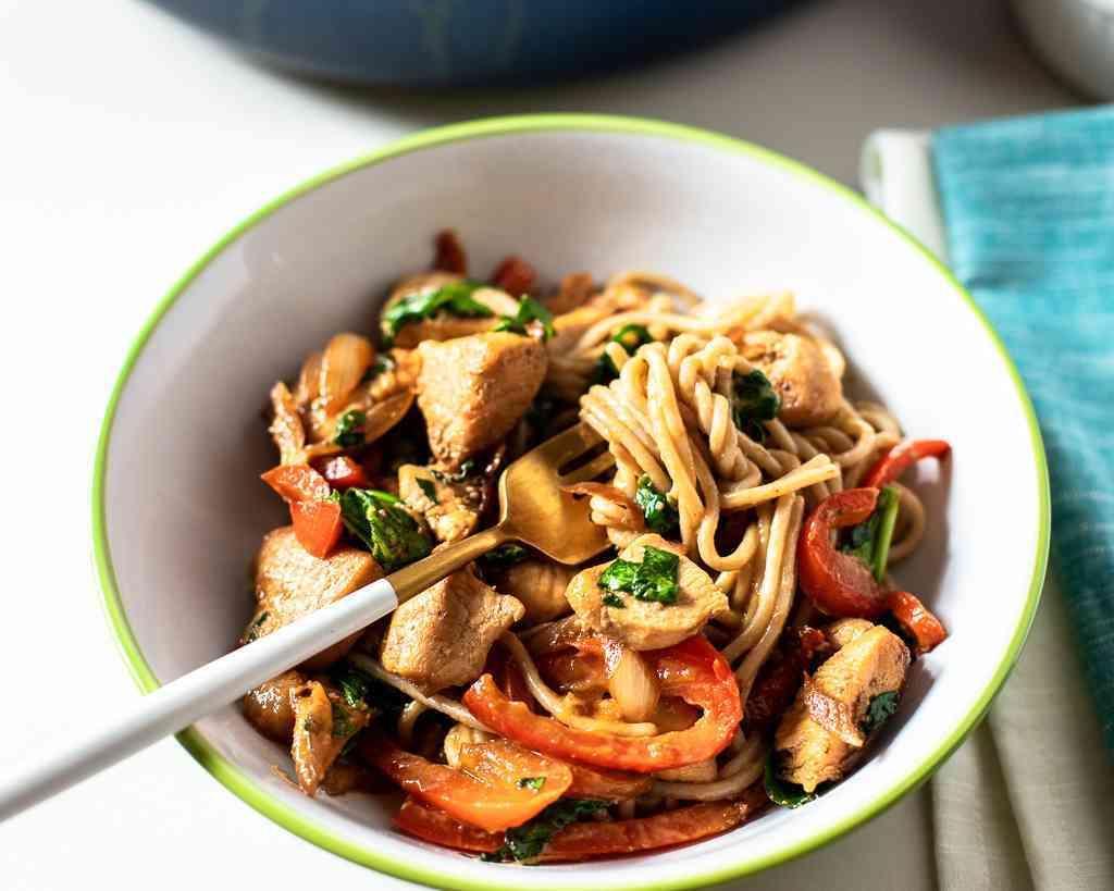 how to make thai peanut chicken pasta